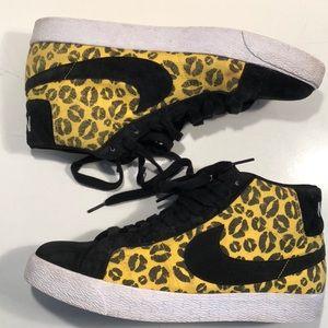 Nike SB Sneakers Boots 10 black yellow EUC